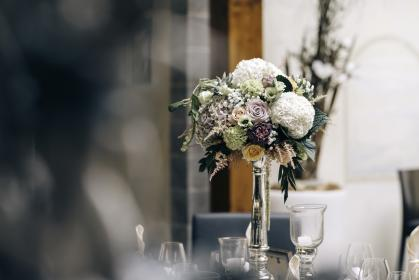 flower, white, petal, bloom, centerpiece, table, fine dining, restaurant