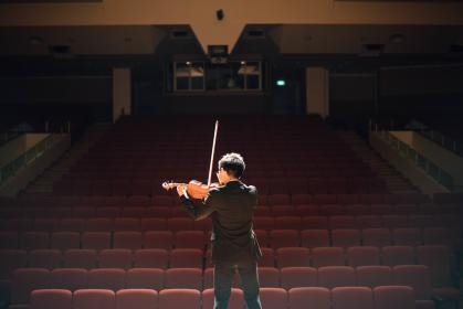 violin, music, musician, boy, auditorium, performance, presentation, concert, people