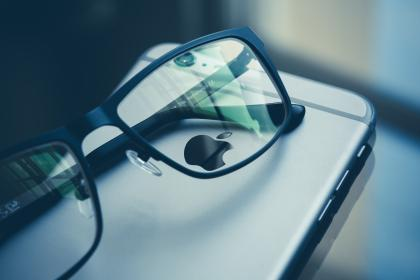 technology, gadgets, iphone, smartphone, mobile, reading, glasses, reflection, still, bokeh