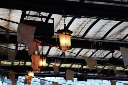 lights, lamps, lantern, banners, dirty, ceiling, ropes, cables