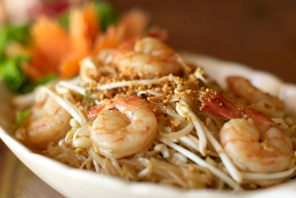 noodles,   cooking,   dish,   food,   shrimp,   oriental,   plate,   bowl,   meal,   restaurant,   pad thai,   dinner,  seafood