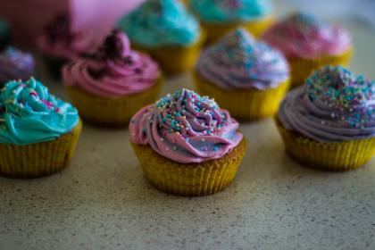 cupcakes, colorful, sweets, dessert, cream, icing, sprinkles, toppers, food, blur