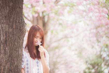 nature, trees, trunk, flowers, people, women, lady, girl, millenials