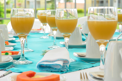 juice, cocktails, glasses, alcohol, table, setting, wedding, party, celebration, drinks, plates, placemats, reception