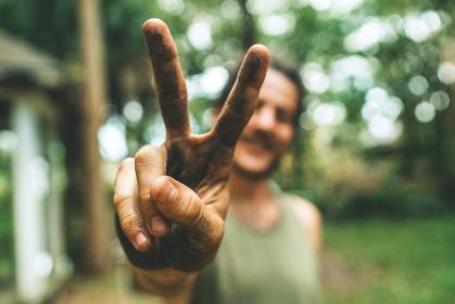 people, man, guy, hand, finger, outdoor, nature, bokeh, blur, peace, sign