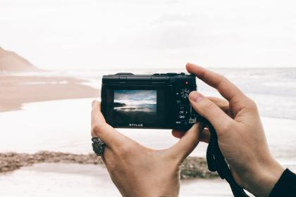 digicam, camera, photography, shutter, hand, ring, nature, sea, water, view, sky