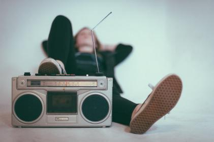 radio, channel, medium, speakers, song, sound, station, people, woman, relax, chill, antenna