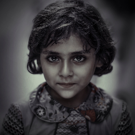 girl,  drama,  eyes,  gray,  portrait,  child,  kid,  box,  qasim,  sadiq,  rough hairs,  dark eyes,  deep eyes,  scattered,  alone,  focus