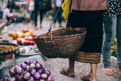 crops, market, basket, onions, bokeh, blur, street, feet, simple, slippers, people, men, women, vegetables, goods