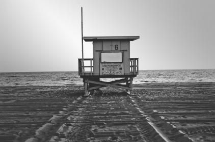 lifeguard, station, beach, sand, water, ocean, black and white