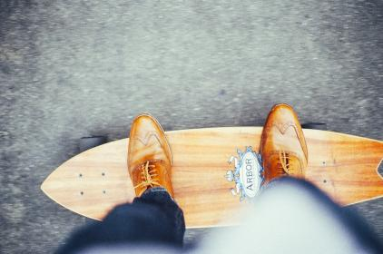 skateboard, longboard, shoes, leather, laces, jeans, pants, arbor, rolling