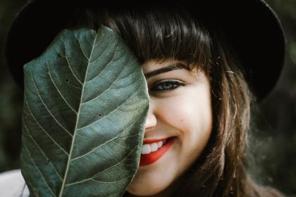 people, girl, female, woman, smile, happy, beauty, hair, face, eye, eyebrow, lips, lipstick, teeth, nose, green, leaf