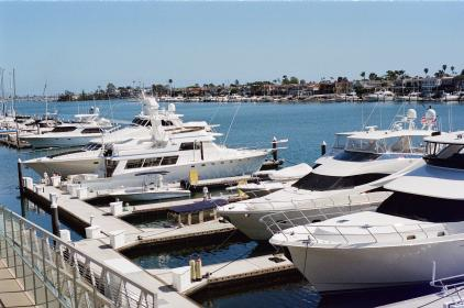 newport, yachts, boats, docks, water, rich, wealthy, sunny, sunshine, houses