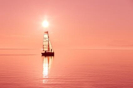 sailbot, boat, sailing, sunset, dusk, sunshine, summer, ocean, sea, lake, water, horizon, landscape, outdoors, adventure