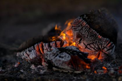 camp, fire, campfire, wood, logs, burn, flames, ashes, bokeh