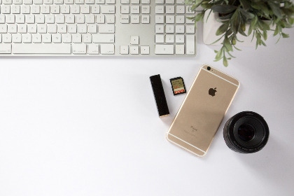top,   workspace,   office,   computer,   smartphone,   technology,   business,   phone,   freelance,   flat lay,   desk,   keyboard,   lens,   copyspace,   devices,  plant