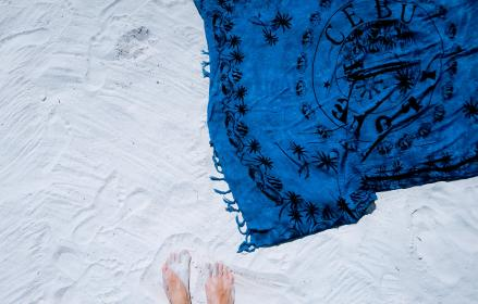 white, sand, beach, blue, shawl, picnic, summer, outdoor, vacation, travel, foot
