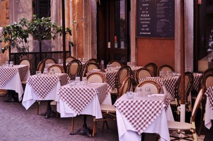 restaurant, pizza, tables, chairs, table cloth, glasses, patio