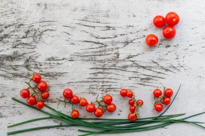 red, tomato, fruit, vegetable, food, green, leaf, wooden, table