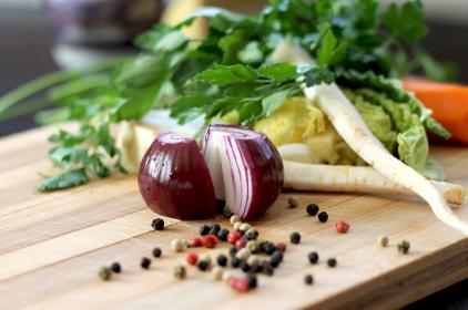 food, cutting board, red onion, pepper, lettuce, carrots, cabbage, ingredients, leaves