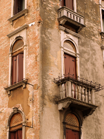 free photo of 	ornate    facade