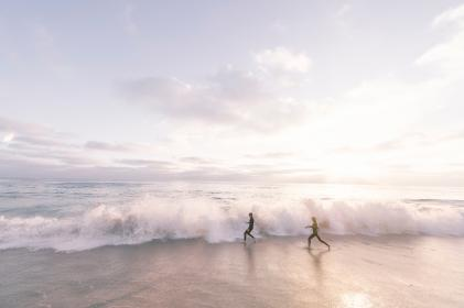 guy, man, woman, girl, people, couple, friends, run, play, shore, beach, sand, water, reflection, waves, splash, raging, sky, clouds, light, leaks