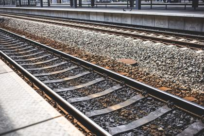 infrastructures, railways, train, tracks, stones, rocks, gravels, steel, platform, lines, textures, patterns, perspective