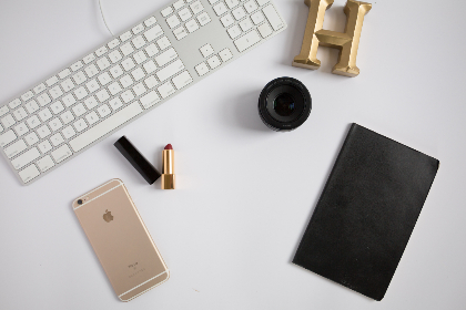 top,   workspace,   office,   computer,   smartphone,   technology,   business,   phone,   freelance,   flat lay,   desk,   keyboard,   lens,   notebook,   copyspace,   devices,  lipstick