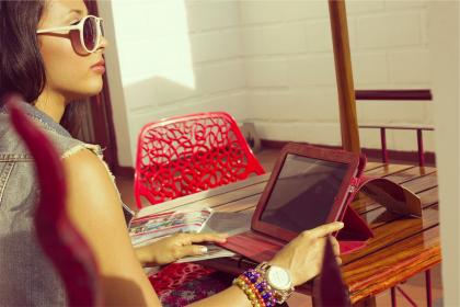 girl, woman, sunglasses, fashion, watch, bracelets, ipad, technology, magazine, reading, sunshine, table