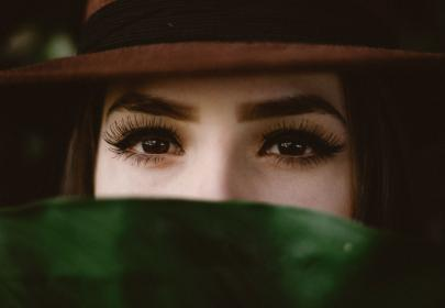 people, women, girl, eyes, eyebrows, eyelashes, beauty, green, leaf, hat