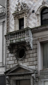 ornate,  city,  building,  brick,  stone,  entrance,  windows,  balcony,  detail,  design,  architecture,  concrete,  old,  apartment,  condo,  retro