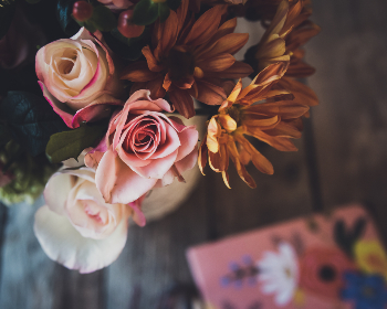 flowers,  bouquet,  table,   colorful,   fresh,   rustic,   floral,   festive,   bloom,   petals,   bunch,   above,  decor,  decoration