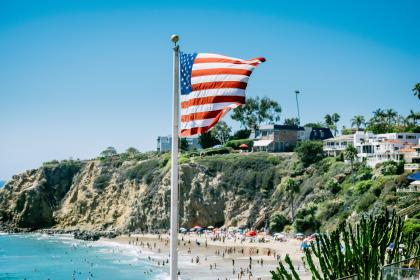 nature, sand, summer, beach, water, sea, ocean, flagpole, flag, america, cliff, green, trees, people, vacation