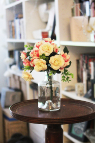 flowers,  fake flowers,  books,  bookcase,  table,  bouquet