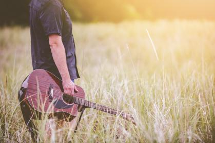 guy, man, male, people, stand, side, view, bust, hold, guitar, music, instrument, field, grass, light, leaks, still, bokeh