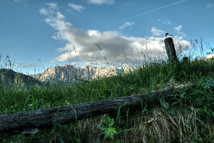 hd wallpaper,  mountains,  clouds,  sky,  meadow,  fence, grass, sunshine, nature, outdoors, wood, gence