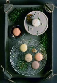 macaroons, dessert, sweets, treats, food, snack, plates, serving tray