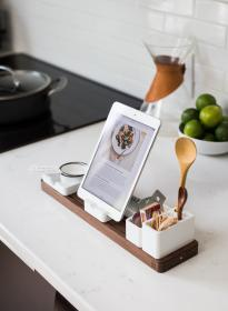 kitchen, utensils, ladle, fruits, table, cook, tablet, ipad, gadget, research, recipe, menu