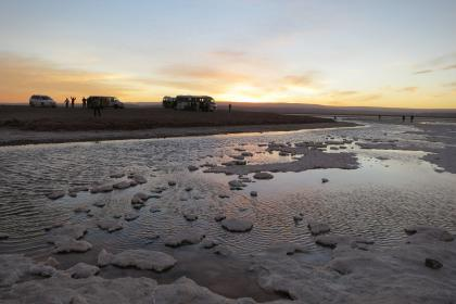 Laguna Cejar, Chile, water, sand, sunset, busses, sight seeing, people