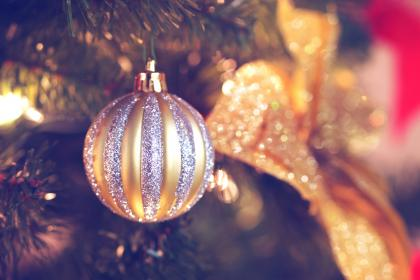 christmas, tree, decorations, ornaments, gold, silver, festive, holidays