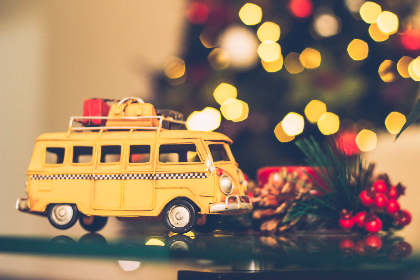 yellow,   van,   christmas,   bokeh,   candle,   car,   celebration,   children toys,   decor,   decorations,   christmas tree,   lights,   pine cone,   red,   toy,   travel