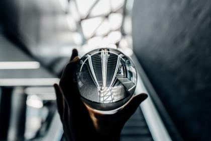 glass, escalator, bokeh, hand, blur, round, transparent, items, things, reflection