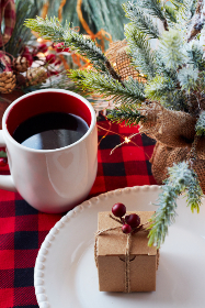 christmas,  gift,  box,   coffee,   festive,   plate,   holiday,   plaid,   pine,   branch,   xmas,   seasonal,   food,  cup,  mug,  beverage