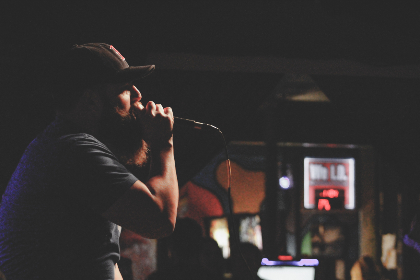 musician,   singer,   rock,   artist,   audience,   bar,   concert,   beard,   hat,   people,   man,   microphone,   music,   person,   rap,   country,   stage