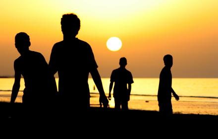 nature, water, sea, ocean, beach, silhouette, sun, people, group, friends, vacation, orange, yellow, millenials