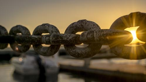 still, items, things, chains, links, dock, harbor, sun, peek, dusk, dawn, boat, dock, bokeh