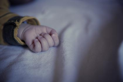 child, person, people, hand, fingers, lay, lie, sleep, bed, covers, still, bokeh, family, baby
