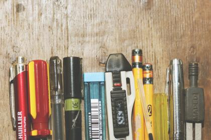 still, items, things, pens, pencils, retractable, lead, compass, screwdriver, wooden, table