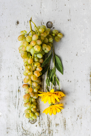 flat lay,   flowers,  grapes,  rustic,   table,   woodgrain,  painted,  wood,  fruit,  plant,  fresh,  pretty,  inviting,  arrangment,  daisy, fresh, garden, harvest