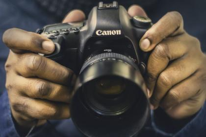 camera, canon, lens, iso, aperture, shutter, photography, photo, photographer, people, hands